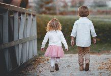 Djevojčica čudom spasila život bratu