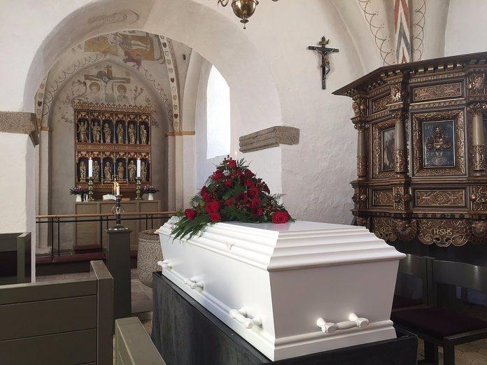 Svećenik je u crkvu postavio mrtvački sanduk, a ono što se u njemu nalazilo šokiralo je vjernike
