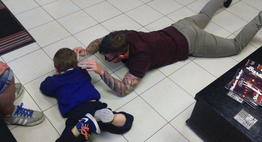 Autistični dječak frizer