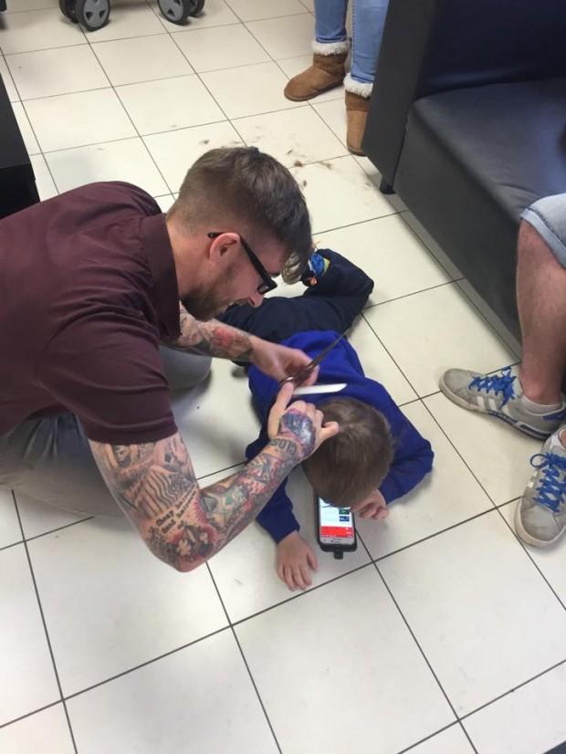 Dječak i frizer 2