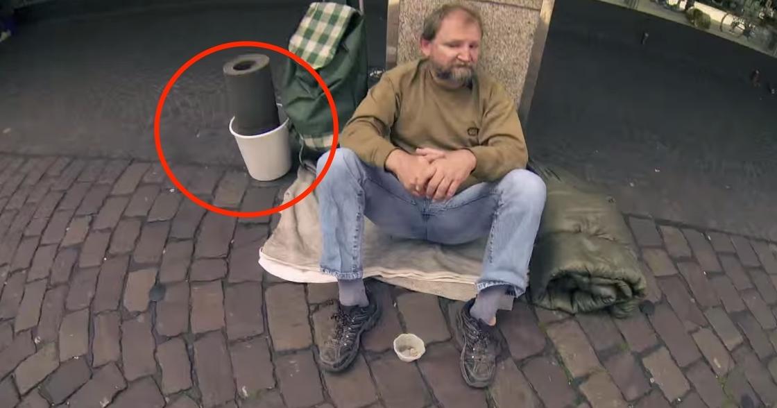 posudio je kantu od beskućnika