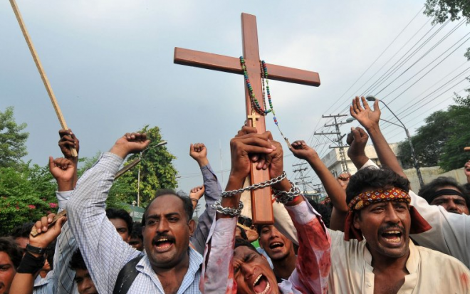 Šest kršćana čitalo Bibliju i napalo ih 70 muslimana