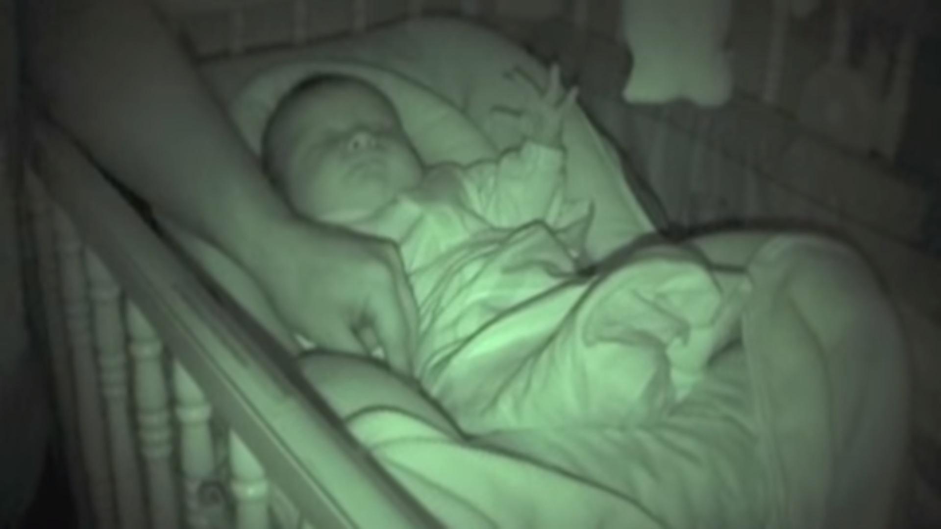 Još jednom je provjerila BEBU prije spavanja, a onda primijetila NAJČUDNIJU stvar