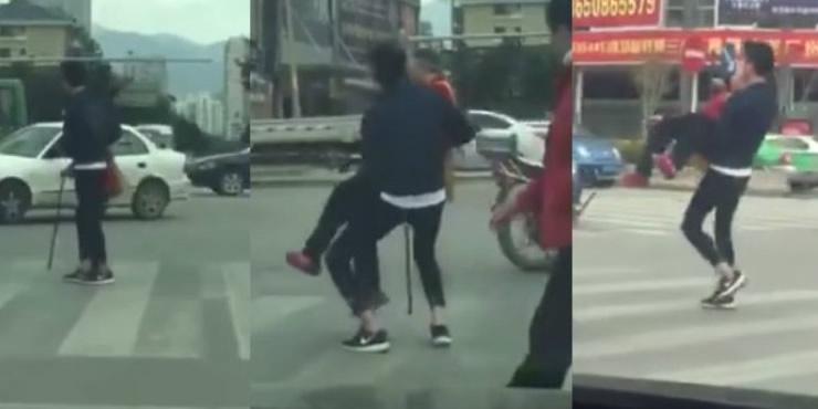 Pogledajte što je ovaj mladić učinio kada je ugledao nemoćnu staricu na ulici!