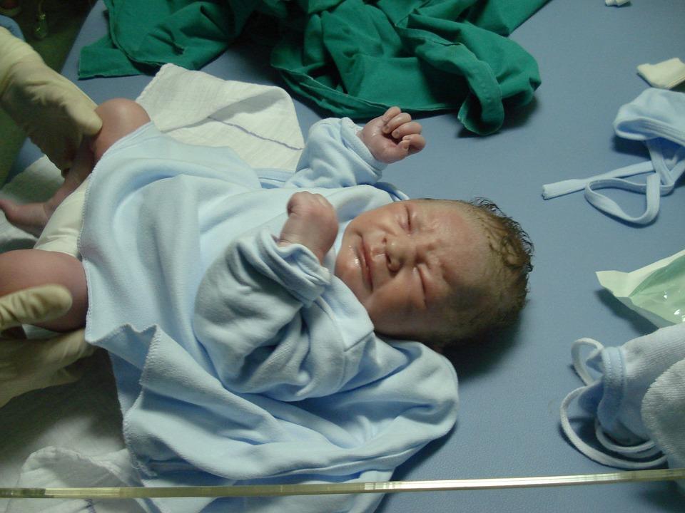 liječnik zadavio tek rođeno dijete