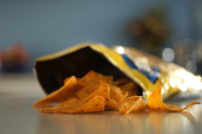 jesti grickalice iz iste vrećice