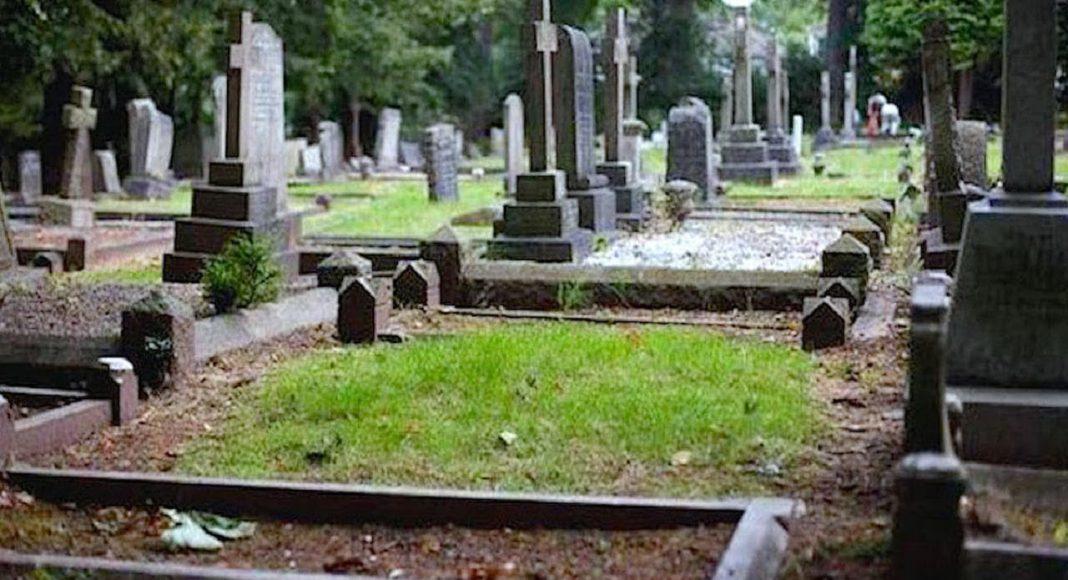 Dječak (11) je preminuo u snu – otac pretvorio prazno grobno mjesto u umjetničko čudo
