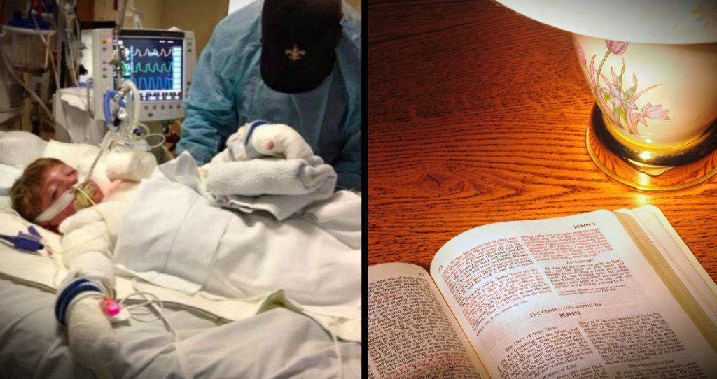 otvorena Biblija u hotelskoj sobi