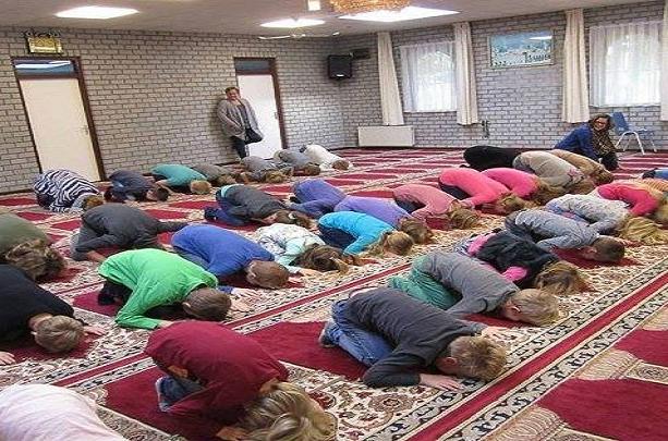 kršćanska djeca u džamiji