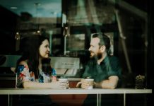 Stvari koje oženjeni muškarci trebaju znati kada razgovaraju s drugim ženama