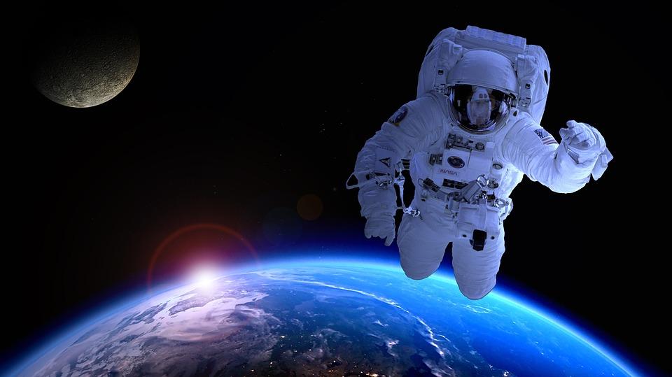 astronaut Bog postoji