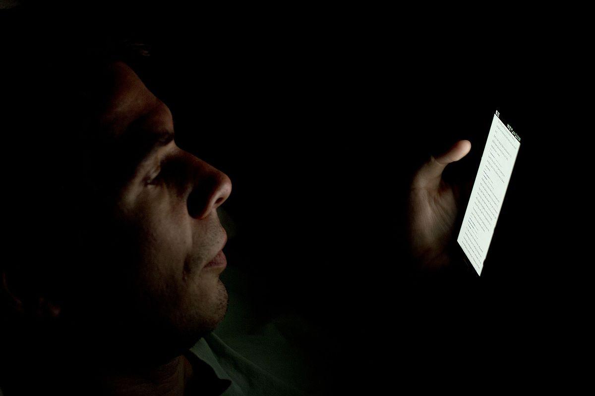 mobitel u spavaćoj sobi
