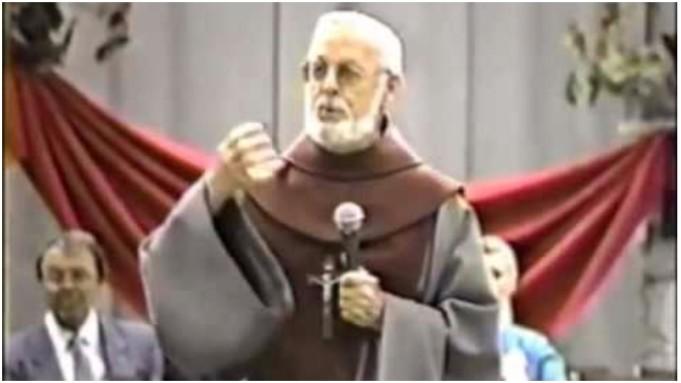 katolički svećenik umro tijekom propovijedi