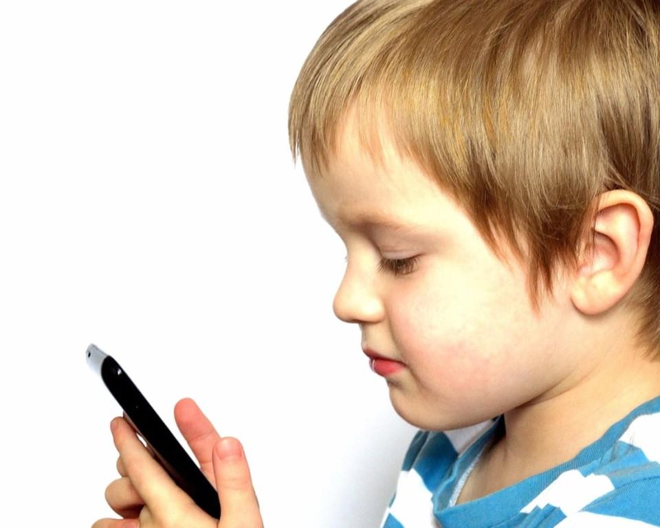 dijete pametni telefon