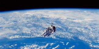 astronaut svemir susret s Bogom