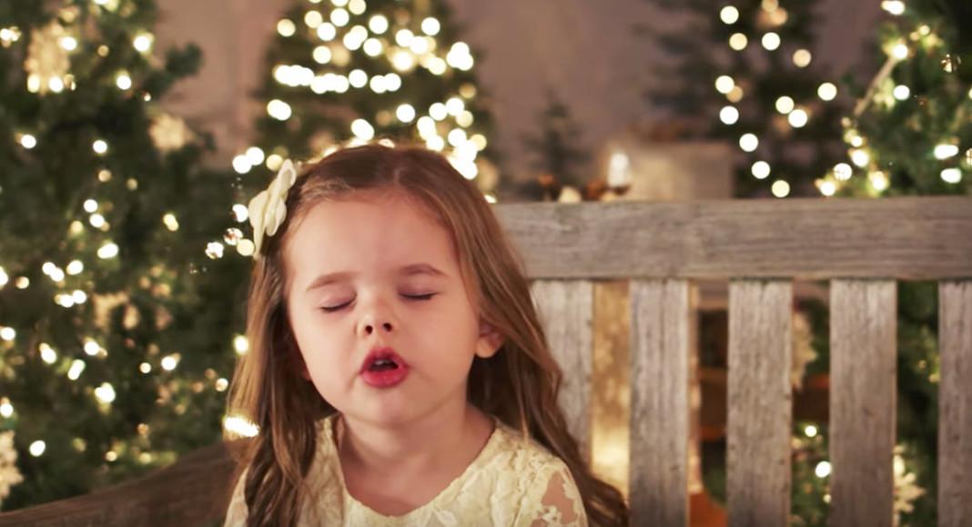 djevojčica božićna pjesma
