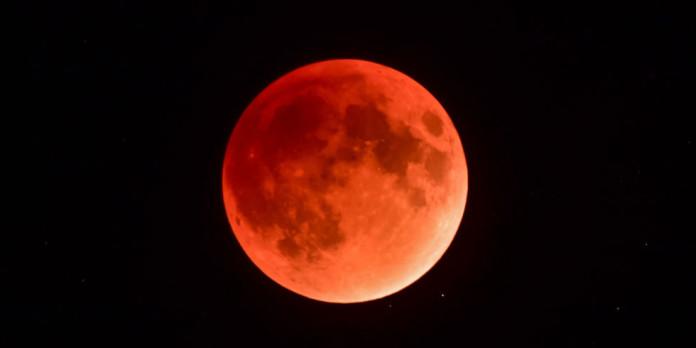 Supermjesec, krvavi Mjesec i pomrčina Mjeseca u jednoj noći: jeste li  spremni?