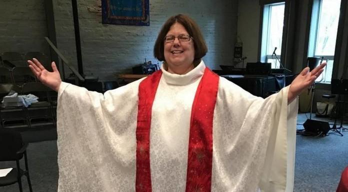 žene crkva