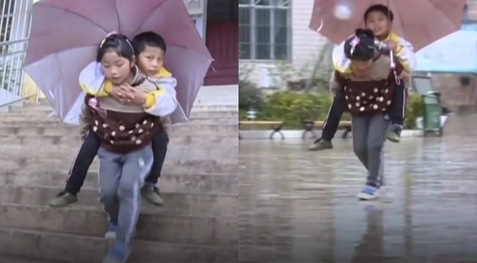 djevojčica na leđima nosi brata