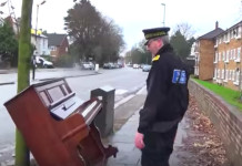 prometni policajac klavir