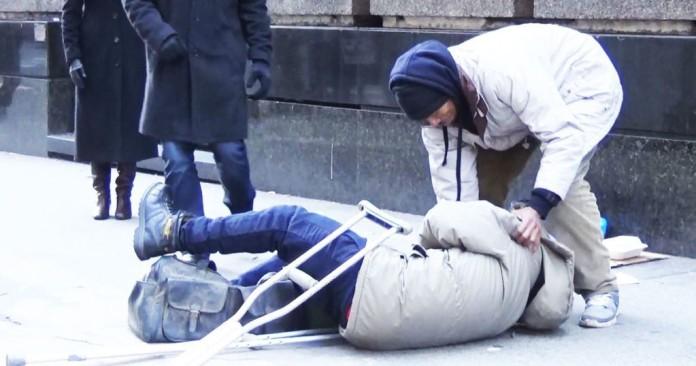 prosjak se srušio na ulici