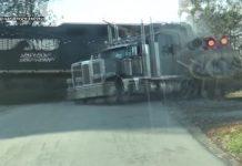 Vozač kamiona čudom preživio sudar s vlakom