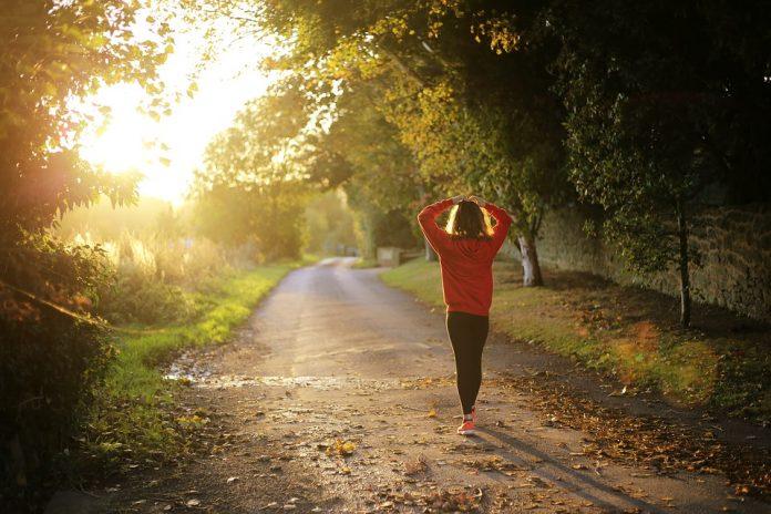 hodati izgubiti kilograme