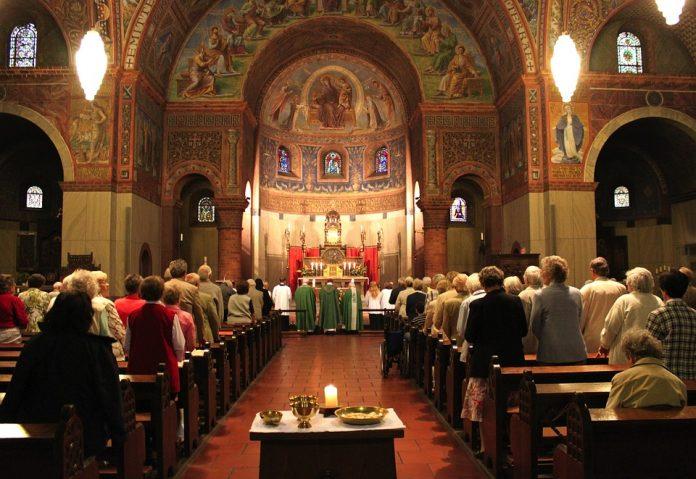 rimokatolički svećenik izboden