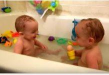 majka blizanci kupanje