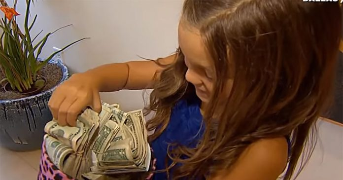 djevojčica novac u rukama