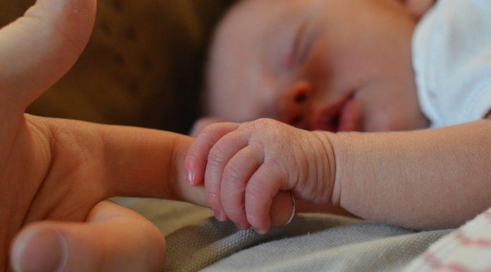 trudna žena rodila bebu u klinici za abortuse