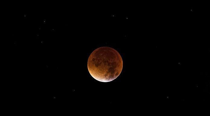 mjesec krvav pomrčina mjeseca