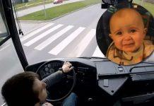 Vozač gradskog autobusa pustio dječje pjesmice da umiri uplakanu bebu