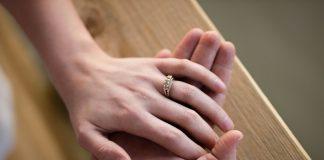 Brak pripada muškarcu i ženi Rumunjska je korak bliže zabrani istospolnih brakova