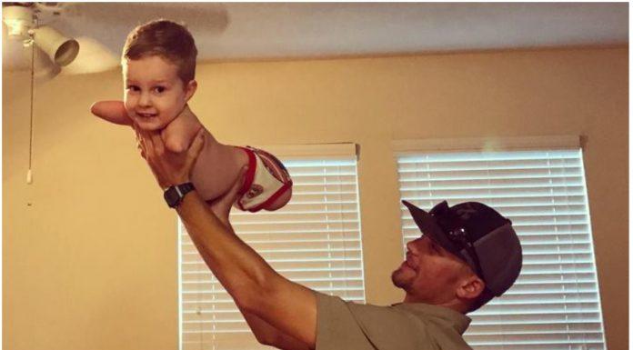 Dječak rođen bez ruku i nogu prohodao
