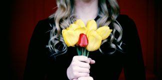 Sahranila sam muža, a sada on meni donosi cvijeće