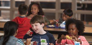 Umjesto da gledaju u mobitele, francuski školarci će se pod odmorima igrati s drugom djecom