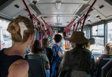 Djevojka je dobila mjesečnicu u autobusu, a reakcija mladića je oduševila svijet