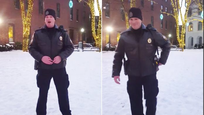 policajac pjeva božićni klasik
