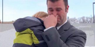 Udovac sa sedmero djece se rasplakao kada mu je stranac uručio božićni poklon