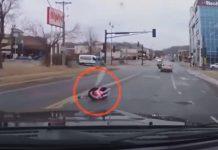 Majka nije primijetila da joj je beba ispala iz automobila, čudo ju je spasilo