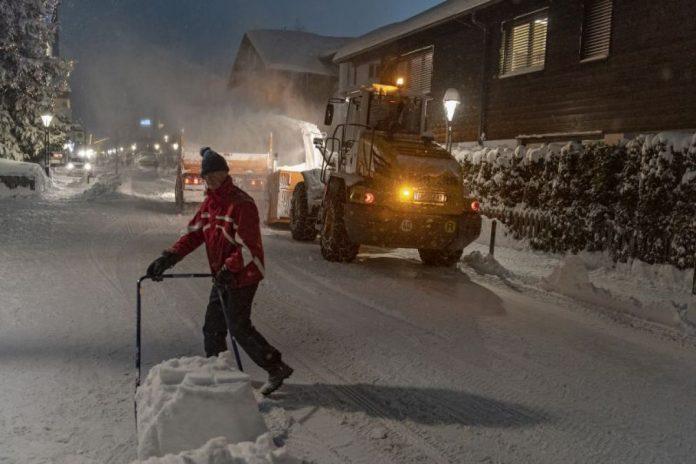 Snježna lavina zatrpala tinejdžera, raste broj mrtvih