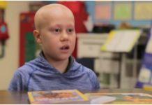 Prijatelji iz razreda priredili veliko iznenađenje učeniku koji je zbog bolesti ostao ćelav