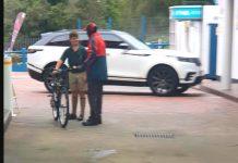 Radnik na benzinskoj prišao dječaku jer je krivo protumačio njegove namjere, mama počela plakati