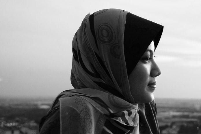 Muslimanski par iz Pakistana je pokušao lažno optužiti četiri kršćanske žene za uništavanje Kurana