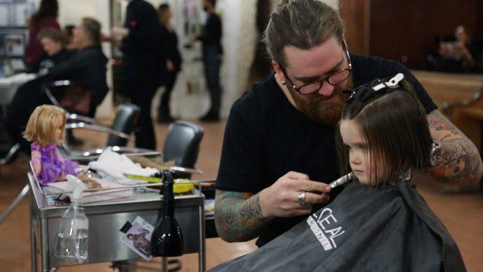 djevojčica frizerski salon