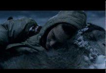 Umorni čovjek se srušio u šumi, a onda su mu se počeli približavati vukovi