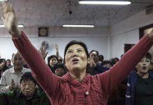 Kineski policajci pretukli 60 kršćana, zatvorili crkvu i zakopali Biblije