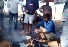 hindusi spalili Biblije