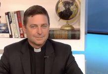 Katolički svećenik zatražio od pape Franje da ga razriješi dužnosti